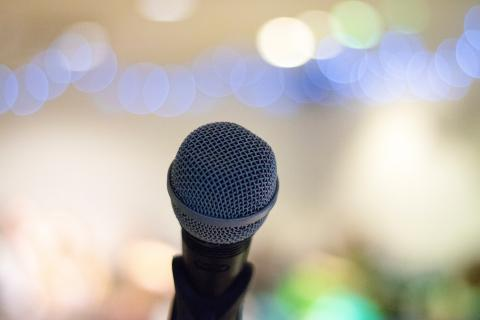 Microphone in stand by Elliot Sloman on Unsplash
